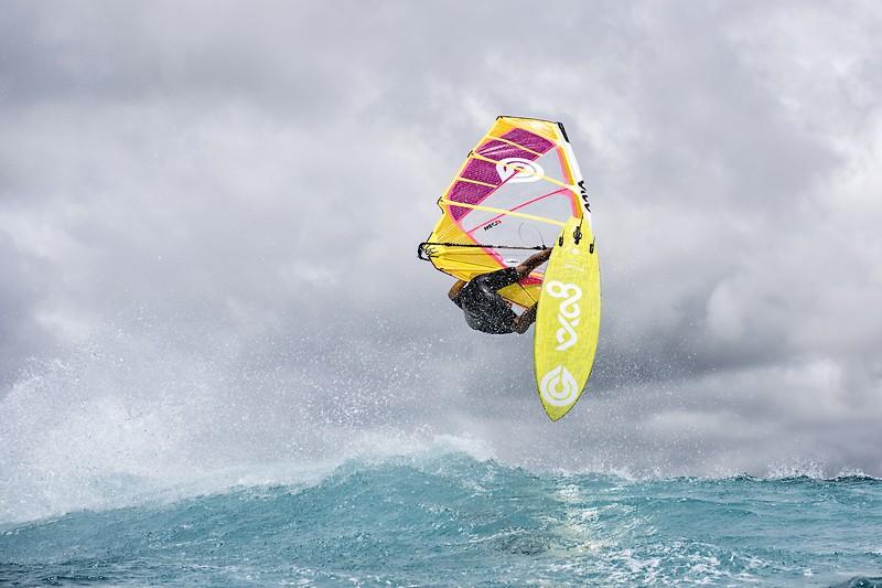 Goya Windsurfing - Custom Quad vs Custom Thruster