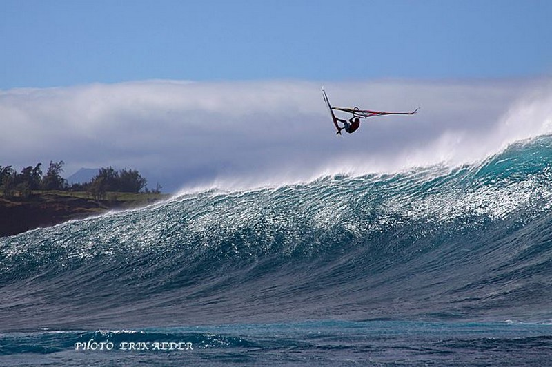 Image : Robby Naish survole Jaws !