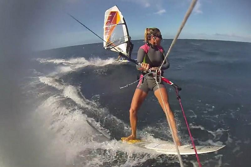 Vidéo : Kitesurf et windsurf à l'unisson