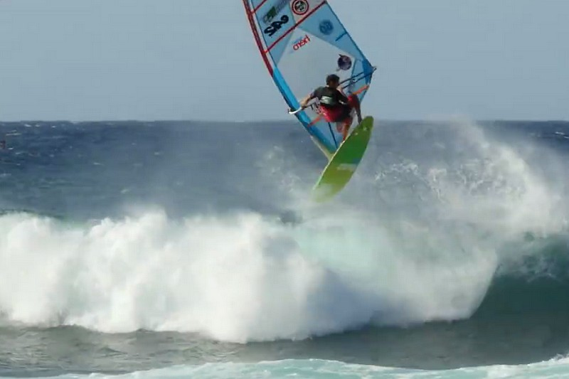 PWA Maui : Forward aerial off the lip par E-42
