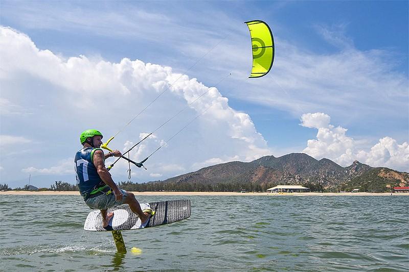 Du kitesurf chez… NeilPryde !