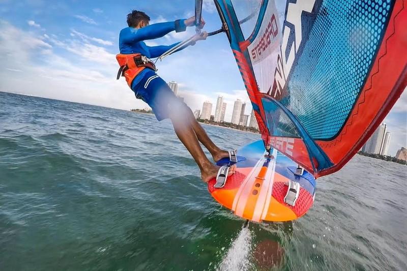 Starboard à son tour dans le windfoil !