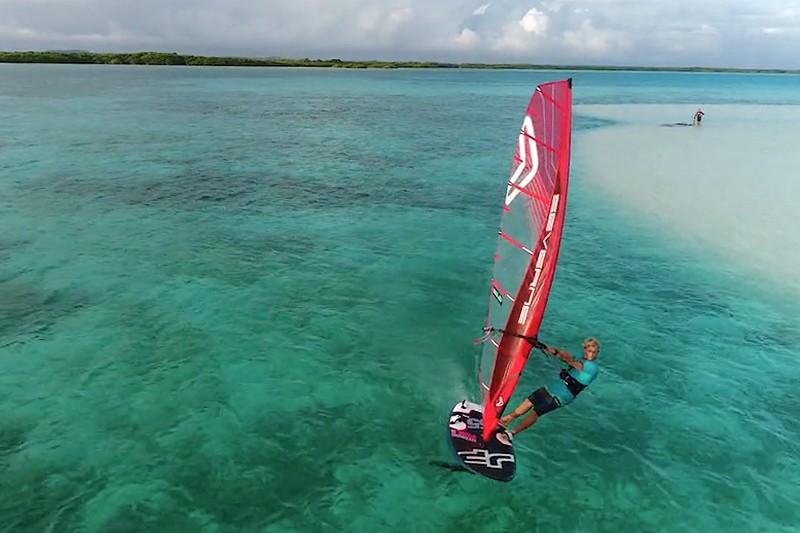 Amado Vrieswijk en windfoil à Bonaire