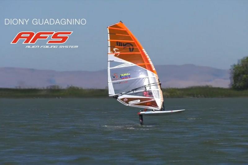 Diony Guadagnino en windfoil à Rio Vista