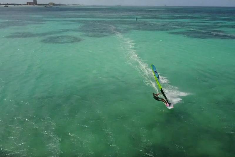Ethan Westera dans son paradis d'Aruba