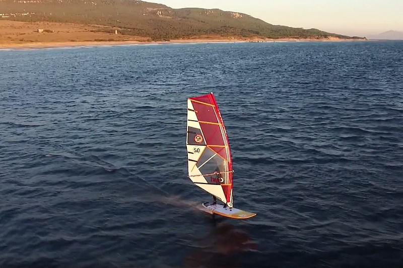 Fred Bonnef en windfoil à Tarifa