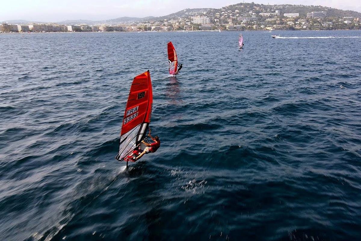 Une session en windfoil dans la baie de Cannes