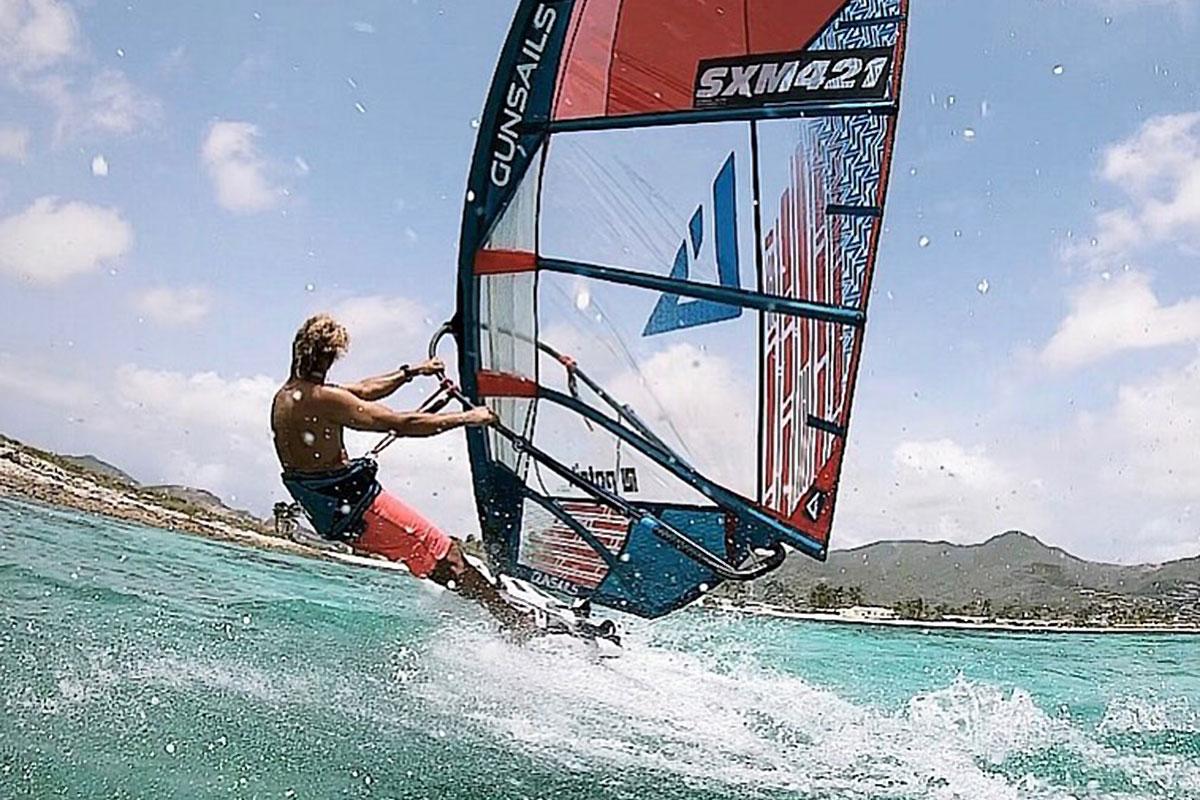 Julien Quentel dans la piscine d'Anguilla