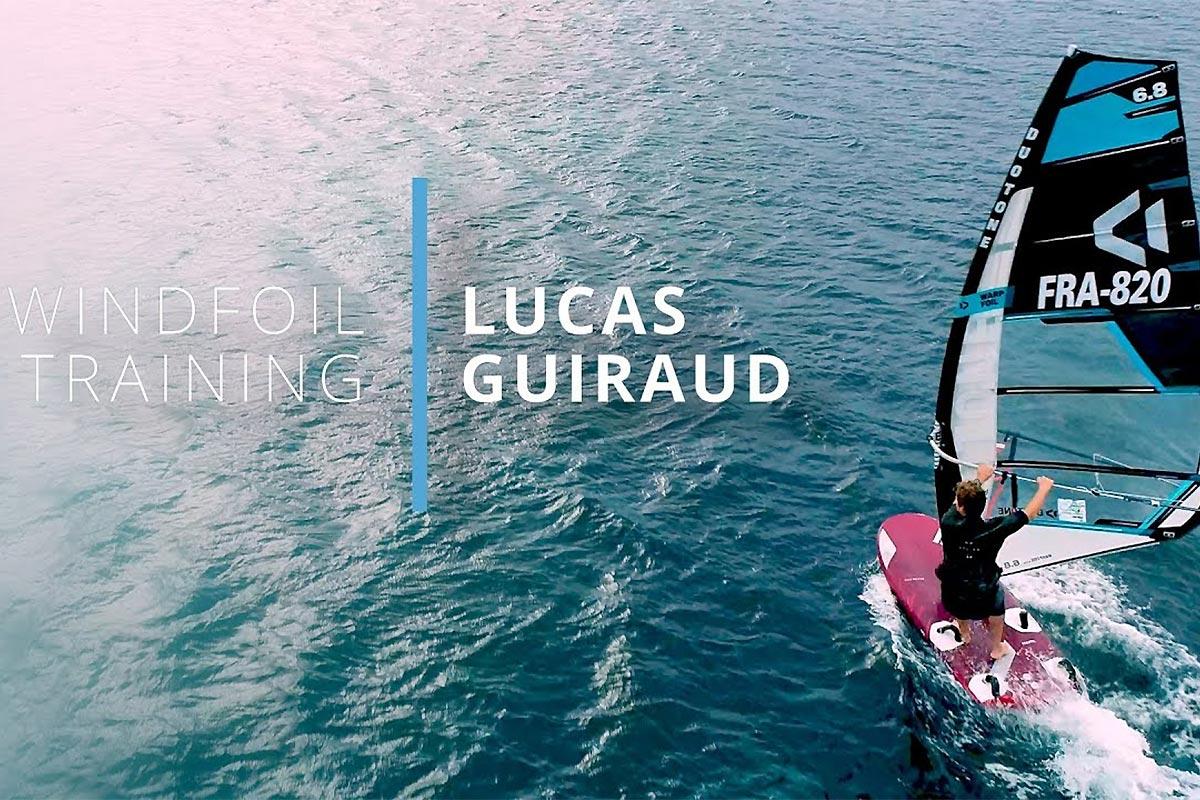 Lucas Guiraud en windfoil à l'Almanarre