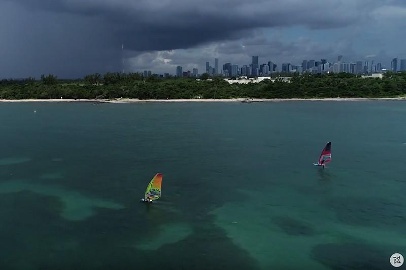 Tim Knapp et Luis Barros en windfoil en Floride
