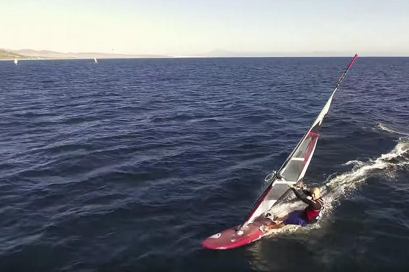 Quand un drone percute un windsurfer !